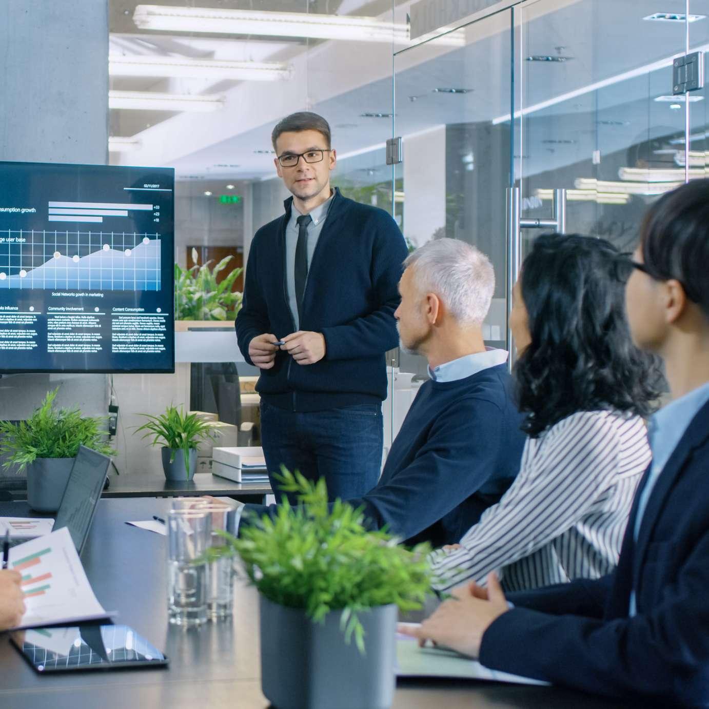 Banken versicherungen business circle - Financial compliance officer ...